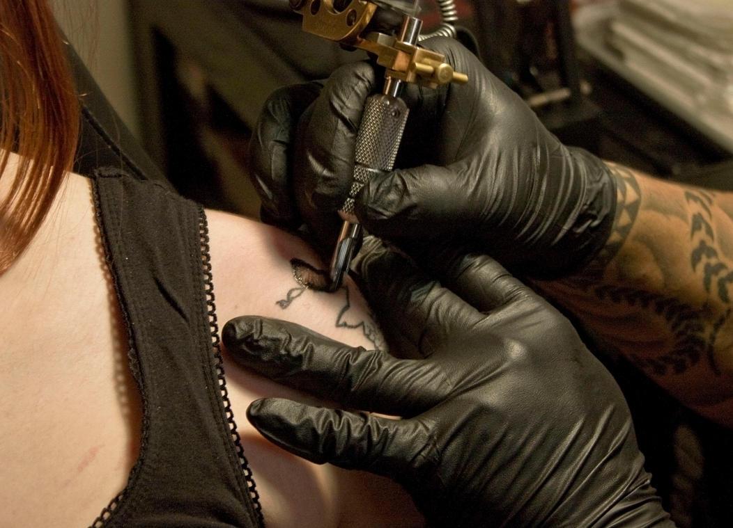 Barber tattoo razor