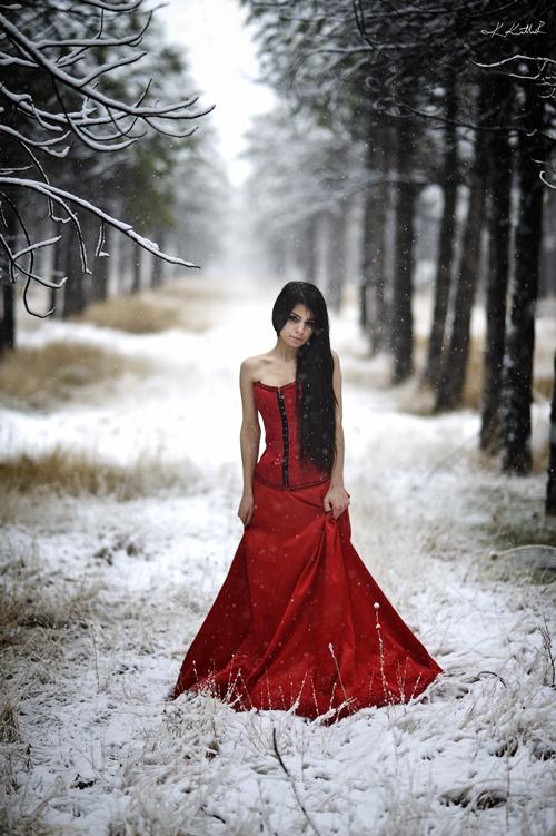Moje favorit slike - fotografije - Page 4 Lady_in_red_by_hayyamer-d4l2ec4