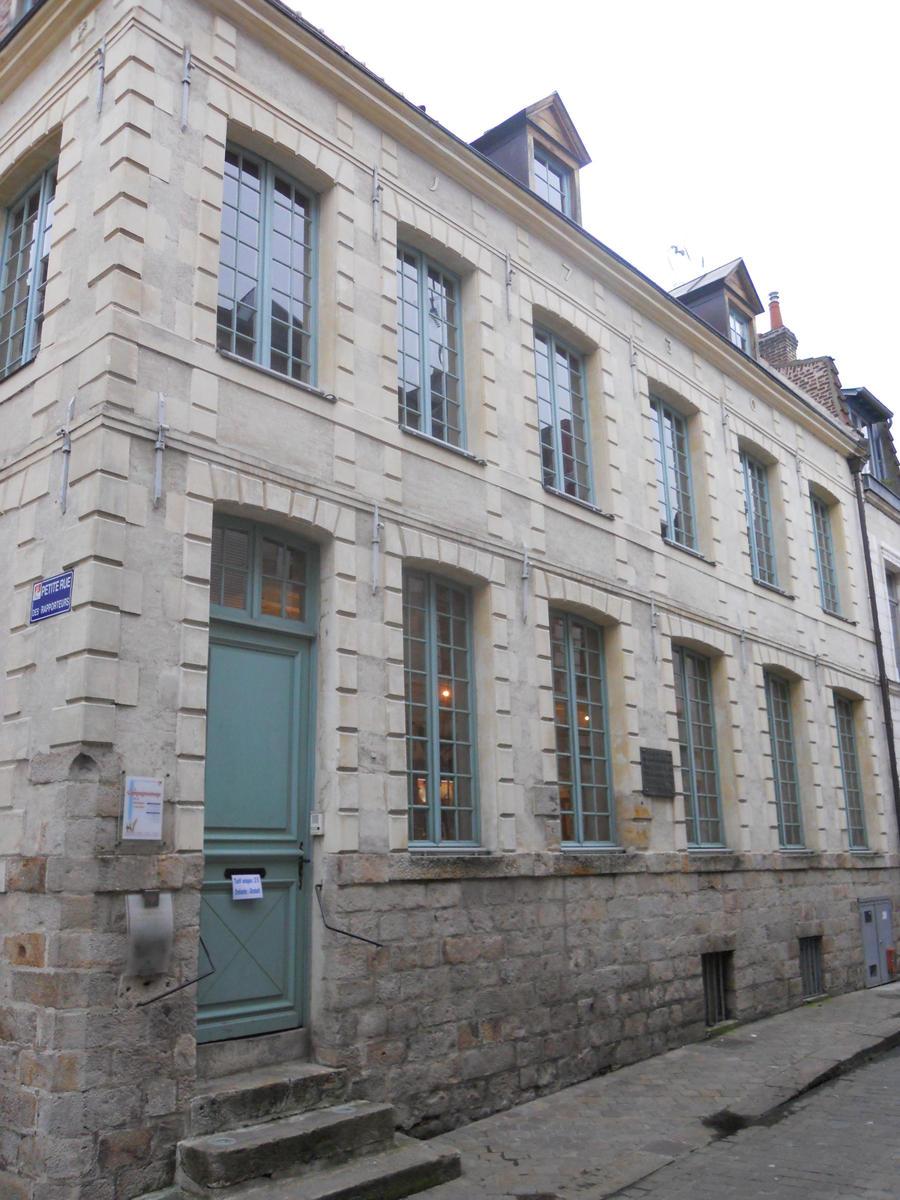 Maison de robespierre by naoki de robespierre on deviantart for Art maison la thuile