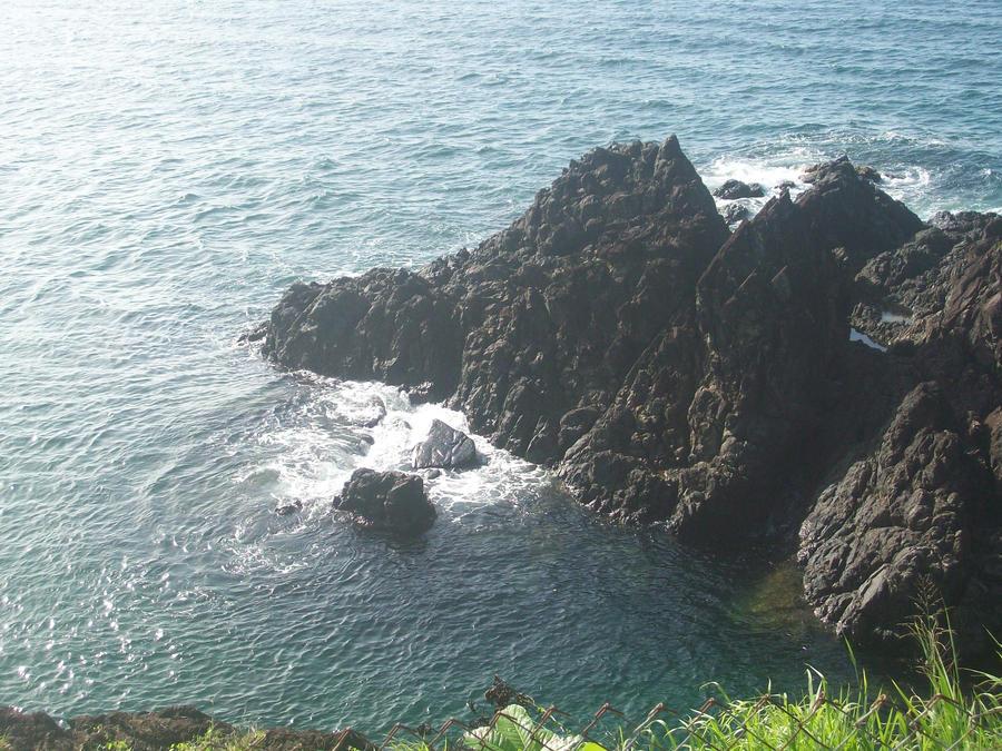 Tobago Rock by veleena