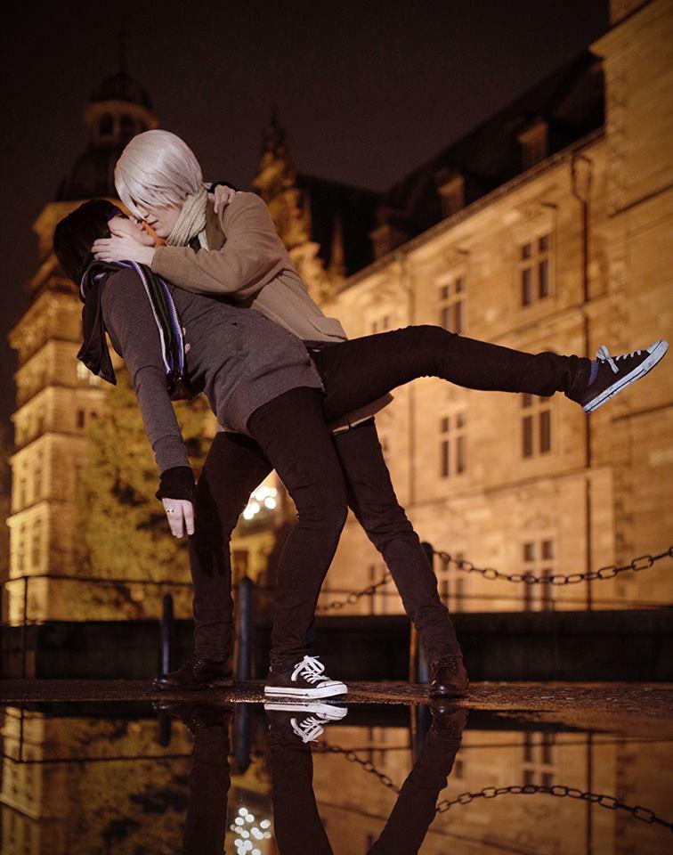 Viktuuri ! Yuri On Ice Kiss by Hatchikokoono