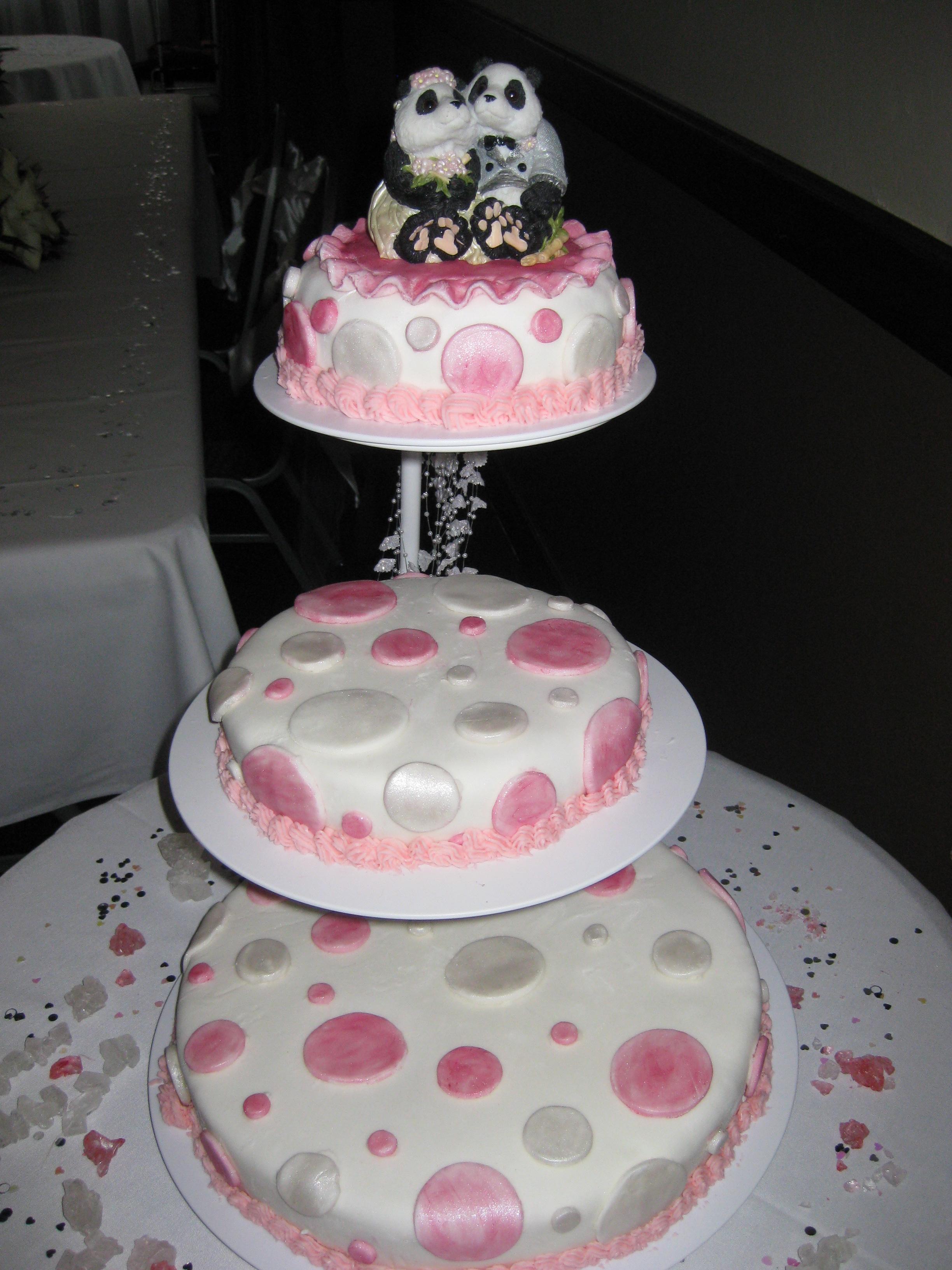 Polka_dot_Panda_wedding_cake_by_XxyummycupcakexX.jpg
