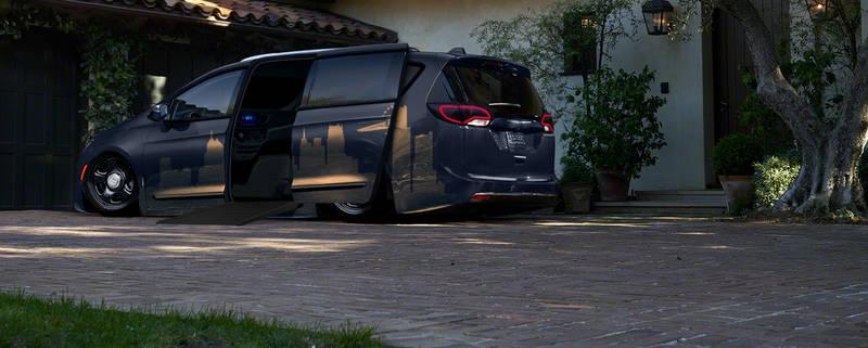 Photoshop - 2017 Chrysler Pacifica 1.1