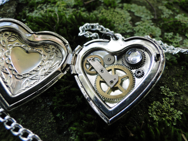 Custom Order -1- Heart Locket Inside by TheClockworkCrow