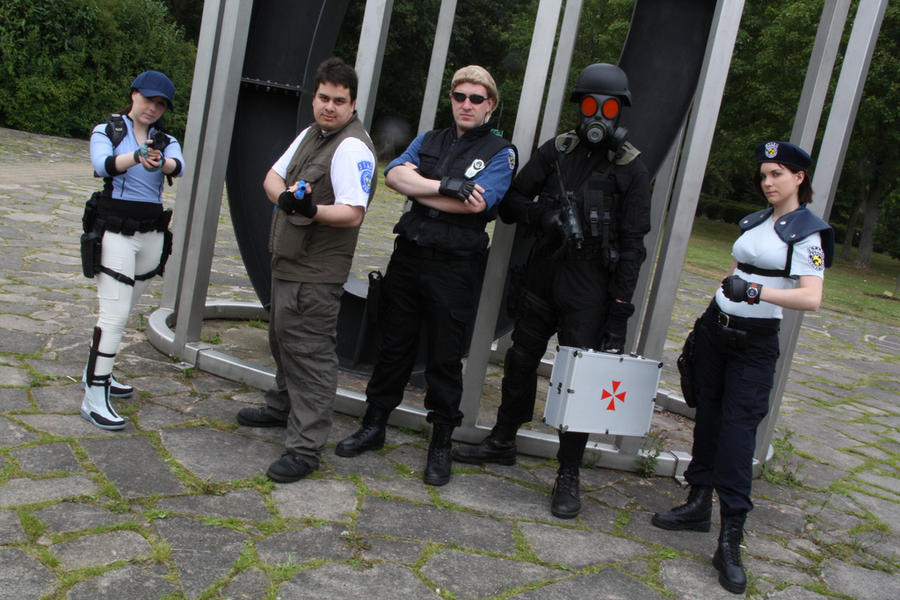 Aya 2011 Resident Evil group by Leonie-Heartilly