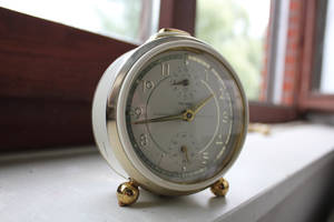 Old-fashioned alarm-clock by LotusOnlineDe