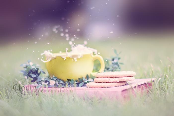 Dreamy milk splash by cloduy