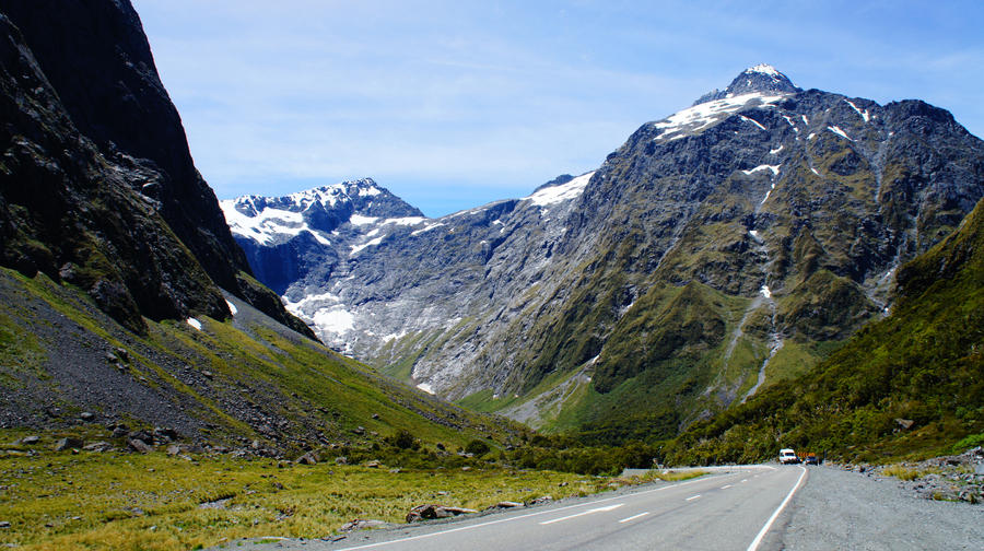 Rocky Mountain in Milford Sound by Spacedivas