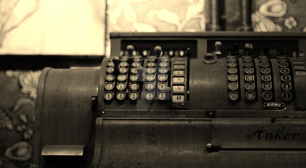old typewriter by Li-ssu