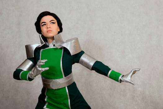 Kuvira uses bending