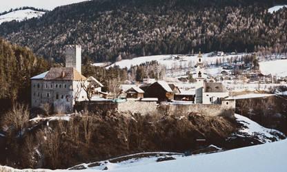 Forgotten castle by MGawronski