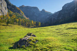 Trough the valley. by Phototubby