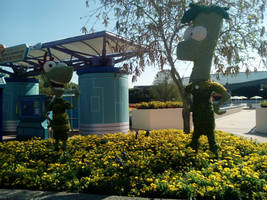 Flower Garden Topiaries: Phineas and Ferb