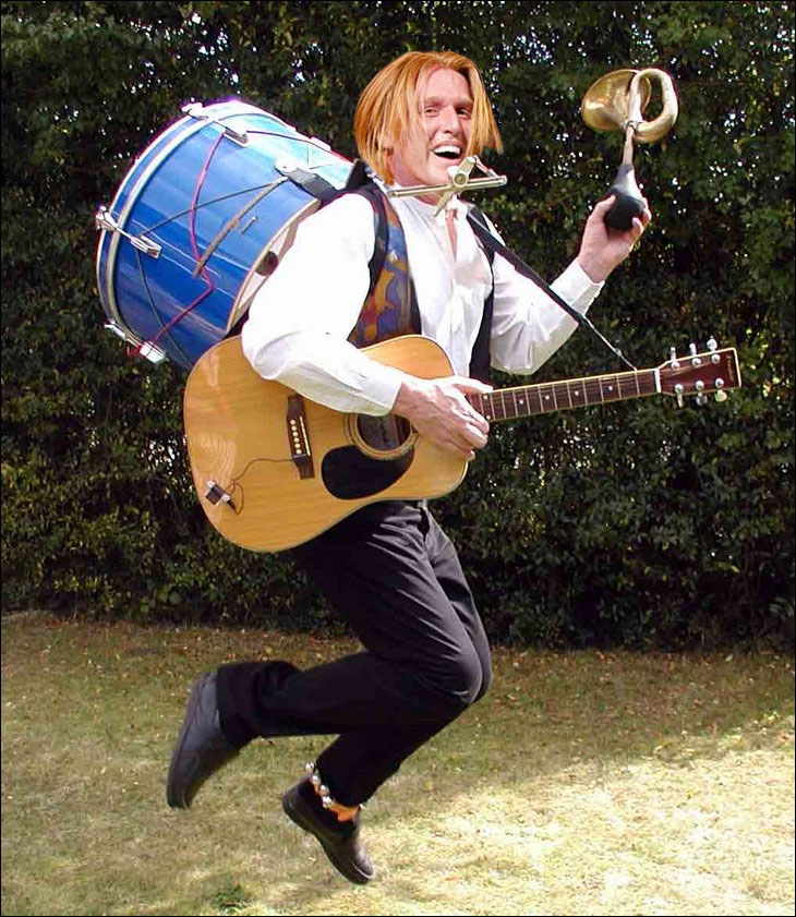 One man rock band heat...