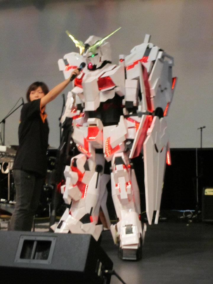 Le Cosplay - Page 10 My_unicorn_gundam_cosplay_on_the_stage_by_miragecld-d4hkmio