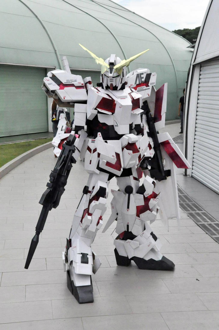 Unicorn Gundam cosplay by Clivelee