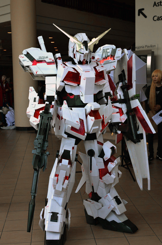 Cosplay au Japon. Le best of!!! - Page 2 Unicorn_gundam_cosplay_by_miragecld-d56sc1e
