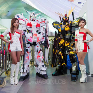 Gundam Unicorn and Banshee cosplay