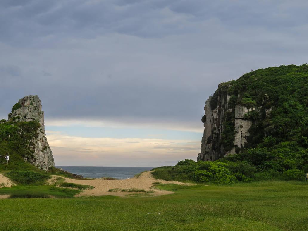 Stone beach - Torres Beach - Brazil by DeniseWorisch