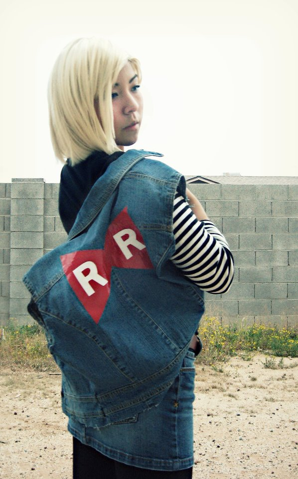 Android 18 cosplay 2