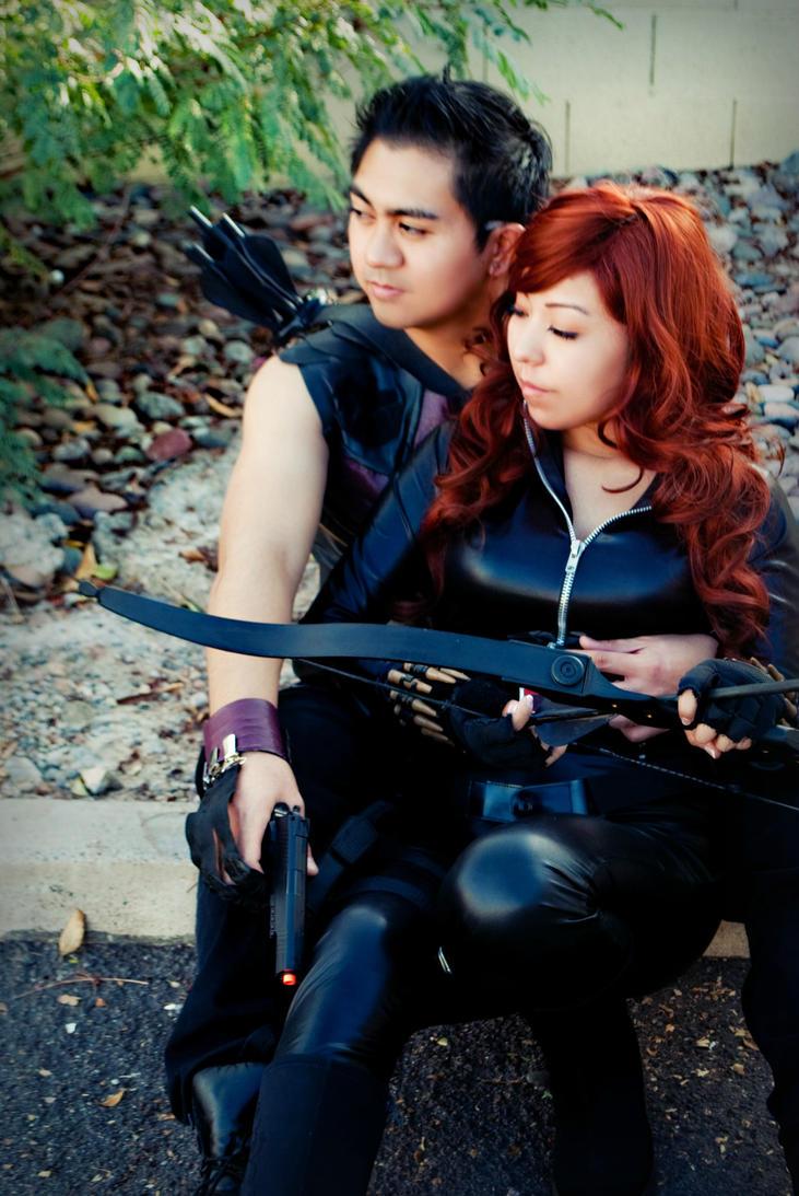 Hawkeye and Black Widow Cosplay by Oniakako