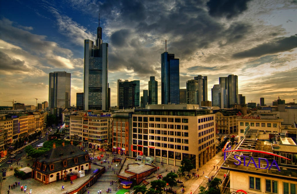 Frankfurt Skyline by deoroller
