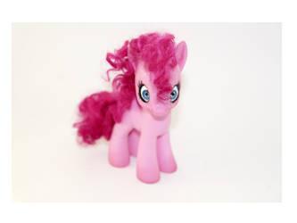 Creepy little Pinkie Pie by tertunni