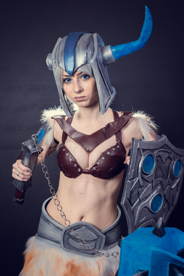 Traditional Sejuani Cosplay by Yuukiq