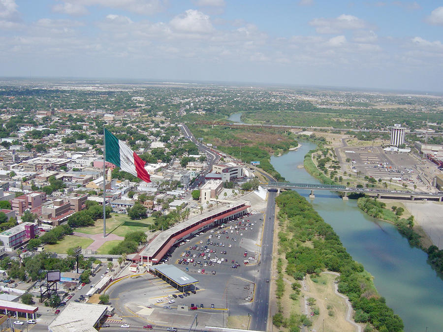 a study of nuevo laredo A university campus in the mexican border city of nuevo laredo has been closed for more than a week due to threats and attempted extortion by gangsters the universidad valle de mexico campus in the city across from laredo, texas, shut down on 15th january and security personnel have been withdrawn.
