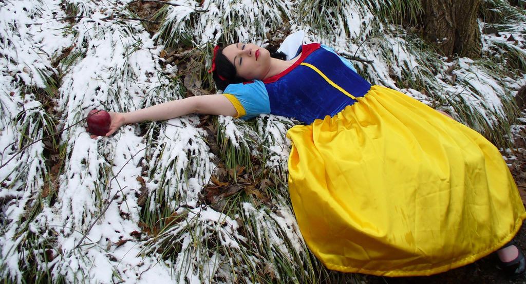 Snow White: Poison Apple by HellBoyfan on DeviantArt