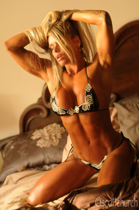 fitness superstar Larissa Reis by scottchurch