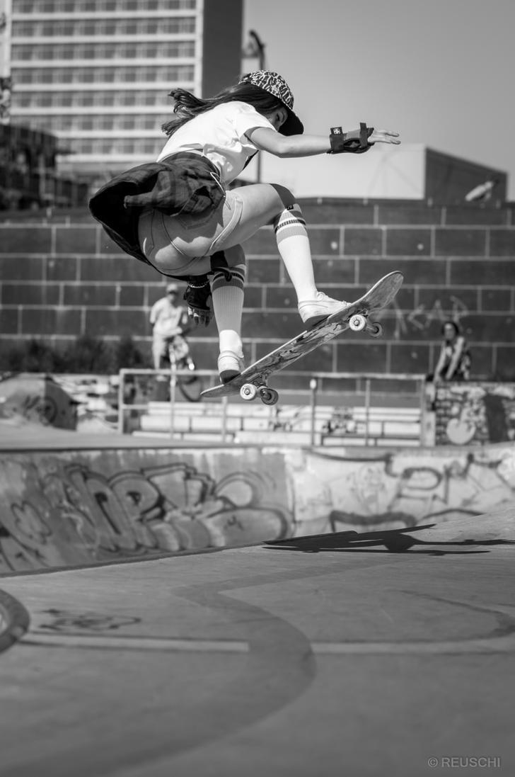skater girl by reuschi