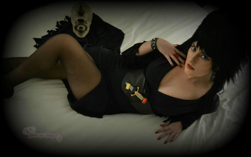 Elvira: Mistress of The Dark by HarleyTheSirenxoxo