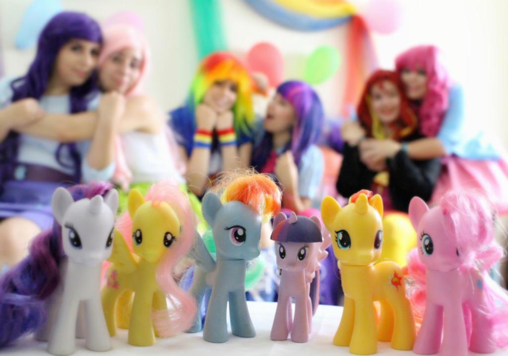 Equestria girls by RobinYume
