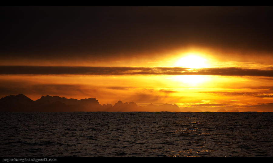 <b>Golden sunset</b> piercing through dark clouds wallpaper - Beach ...