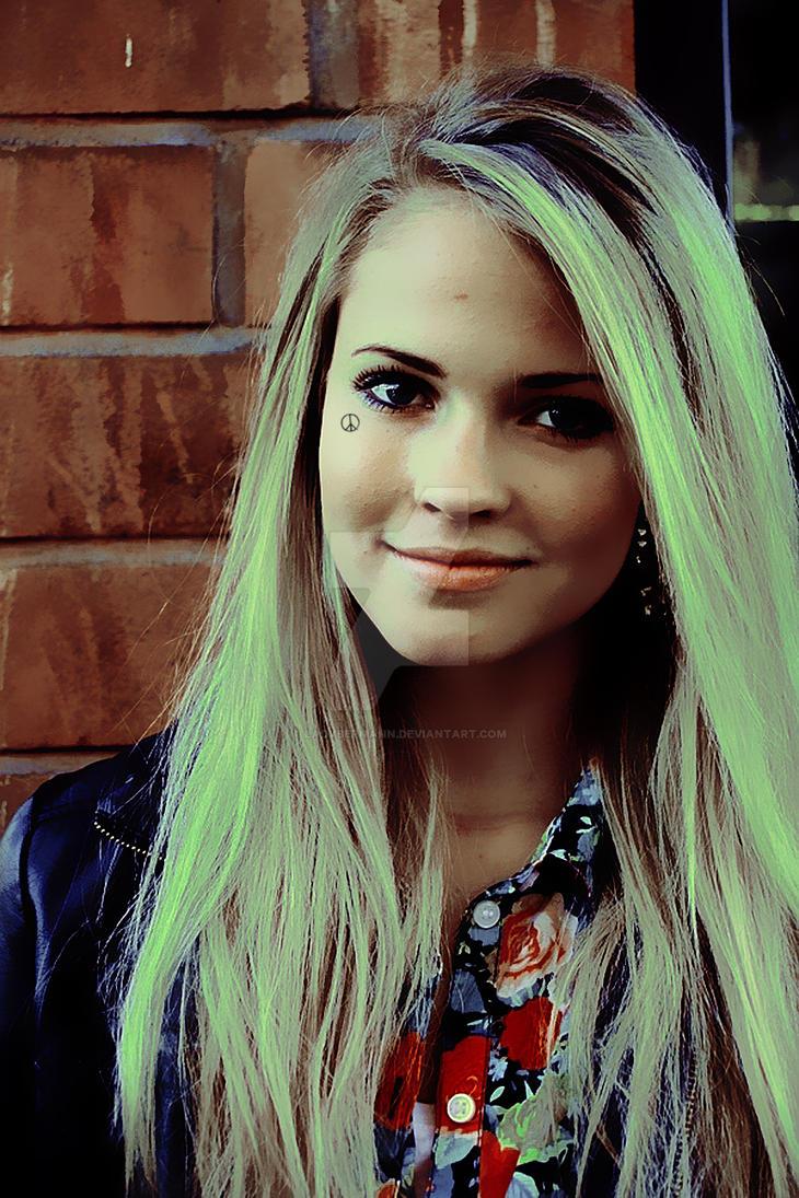 foto-odnoy-krasivoy-odnoy-i-tozhe-devushki-blondinki-blondinka-trahaetsya-onlayn-video