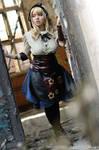 Alice open the door to Steampunk Wonderland