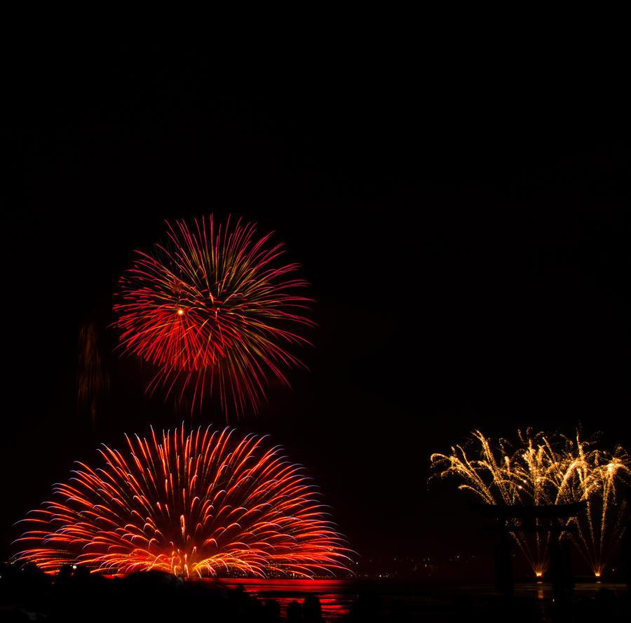 Fireworks Over Miyajima by chinotenshi