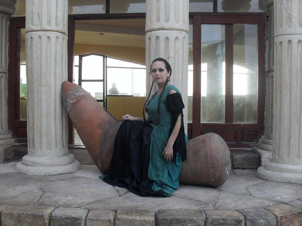 Dama En El Castillo 54 by Lilinaceleste