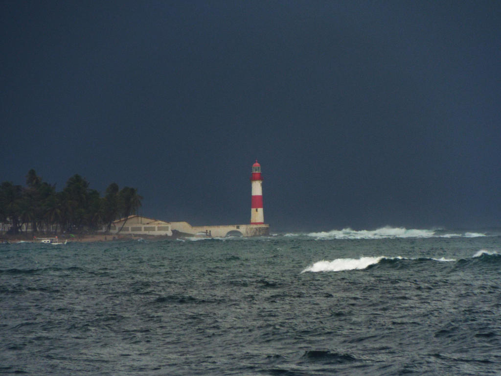 Itapuan Lighthouse by argemirogarcia