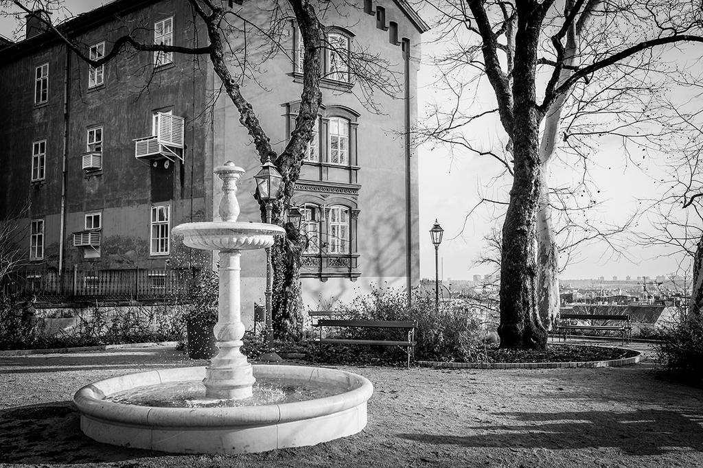 Zagreb 32 by grini
