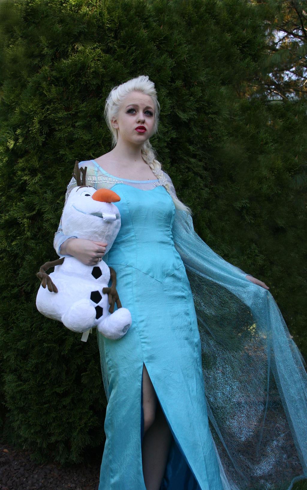 Elsa Cosplay - 2 by ashleyMO on DeviantArt