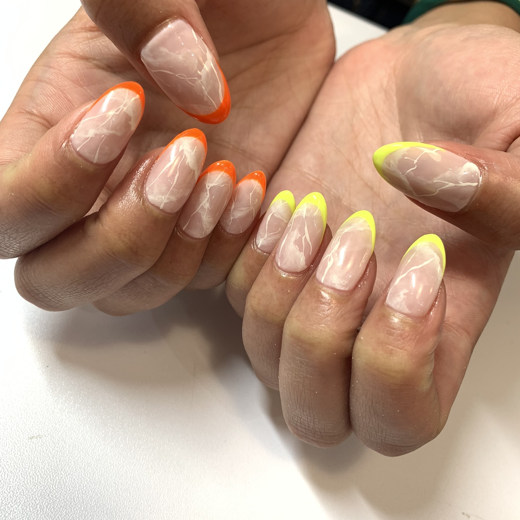 Marble + neon French