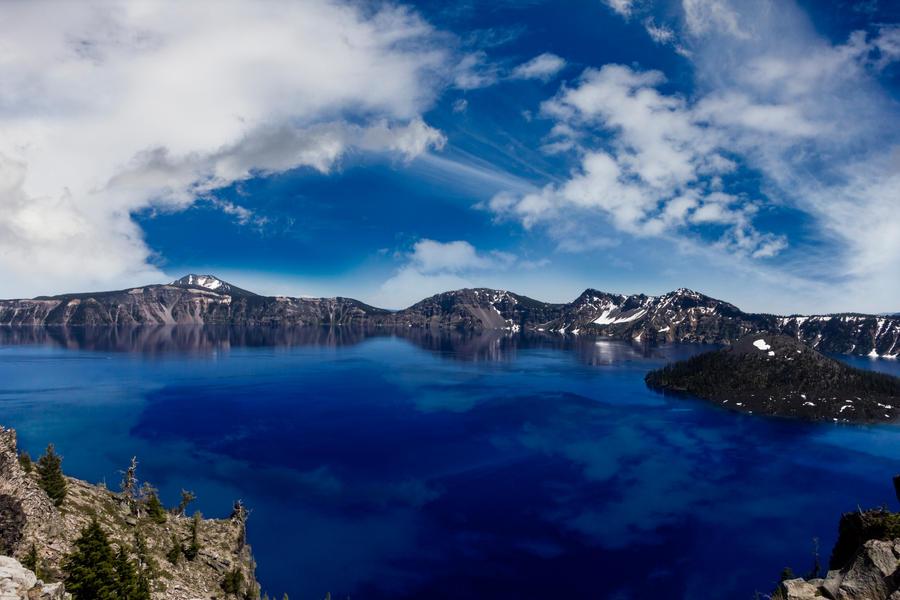Crater Lake, Oregon by TheArtOfaMadMan