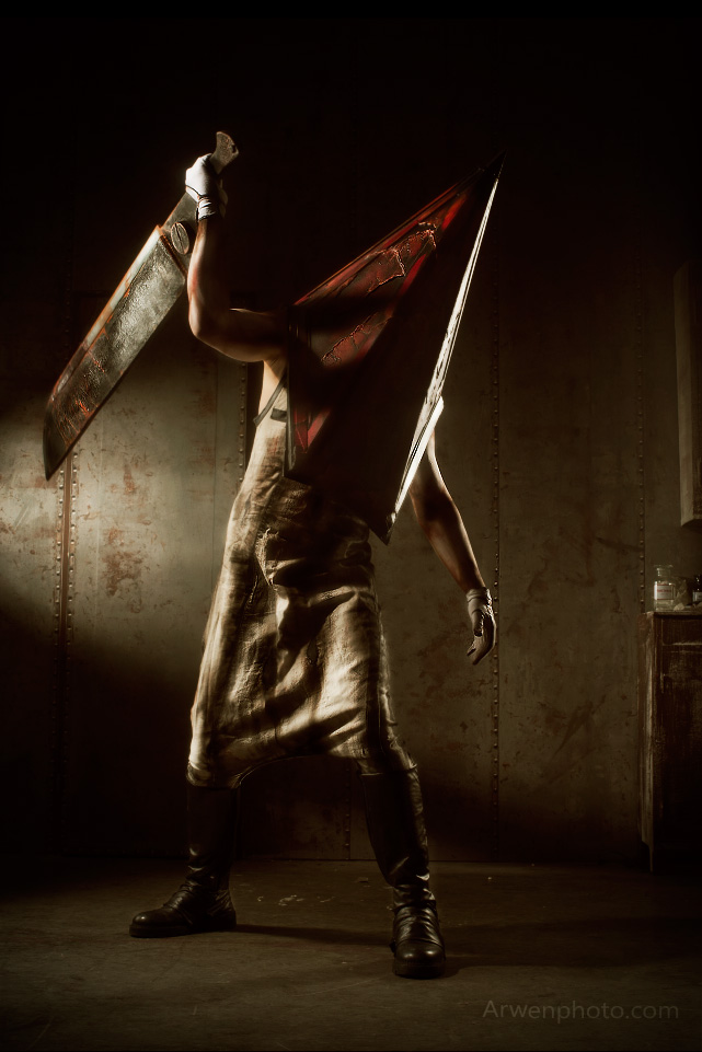Silent Hill 2 - Pyramidhead cosplay by Aoki-Lifestream