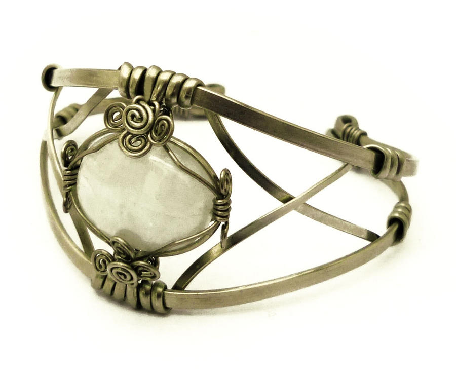 wire wrap bracelet with moonstone by hyppiechic