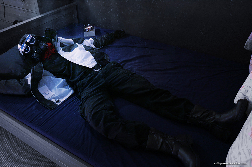 Sleeping under a broken roof by Sol4rpleXus