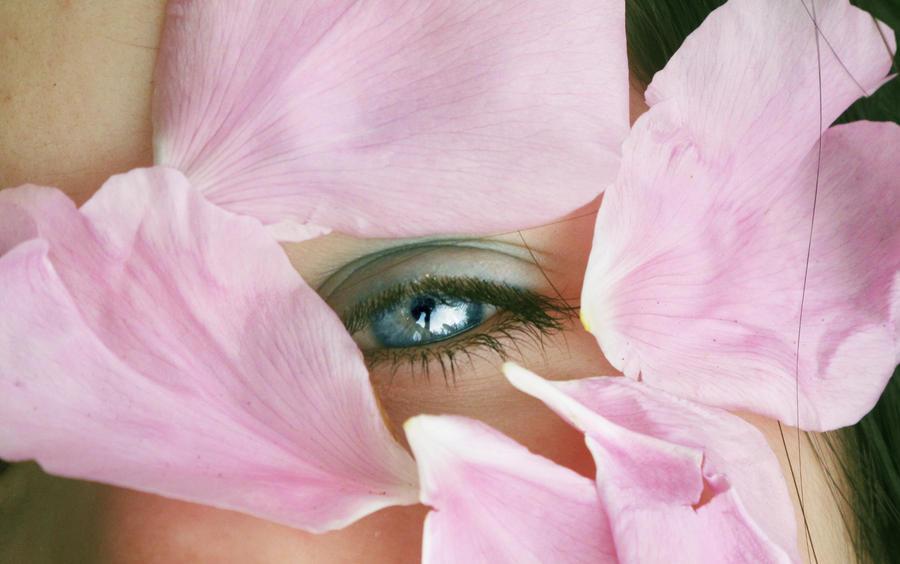 Eyes - Page 9 Flower_godess_by_xxroyalbloodxx-d46tcwm