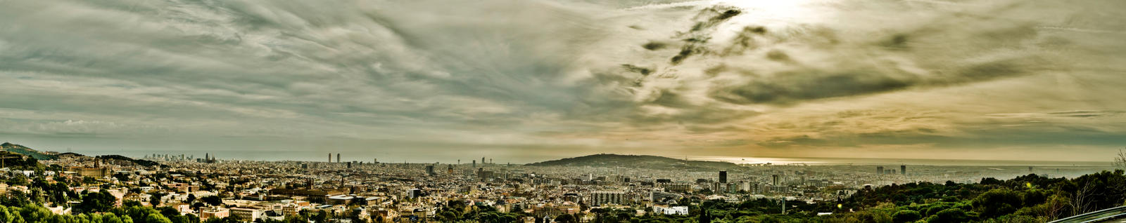 Barcelona panorama Dec2008 by BenKodjak