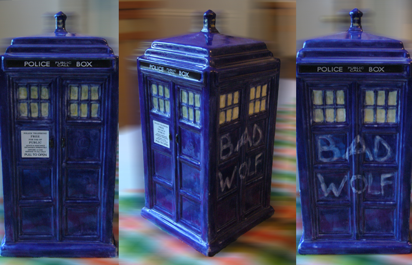 Pottery TARDIS by Abboz